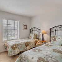 2 bedroom with twin beds